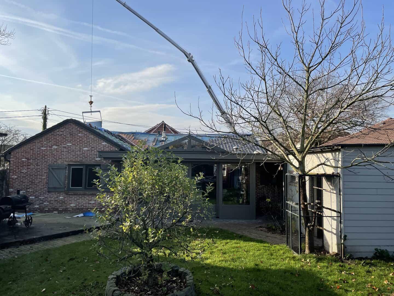Renovatie hellend dak in uitvoering