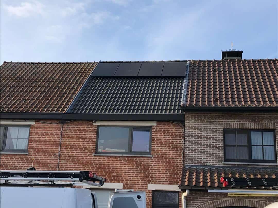 Foto 2 van dak na installatie zonnepanelen Lokeren