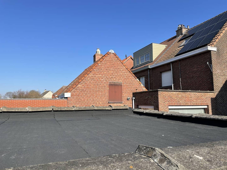 Gerenoveerd plat dak in Lint