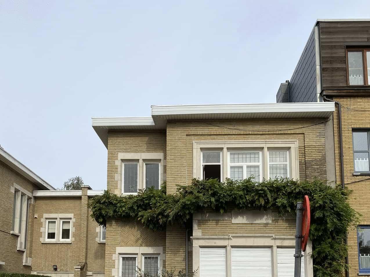 Te renoveren dakrand in Wilrijk