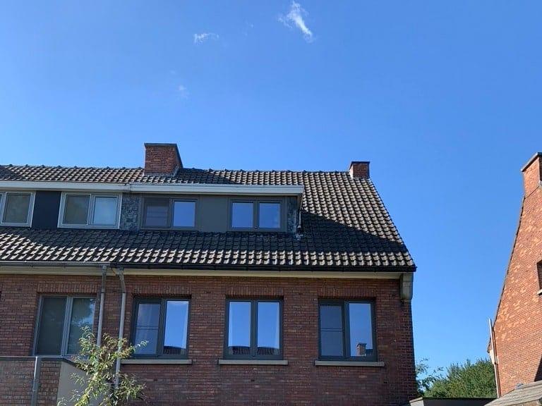 Achterkant te renoveren hellend dak