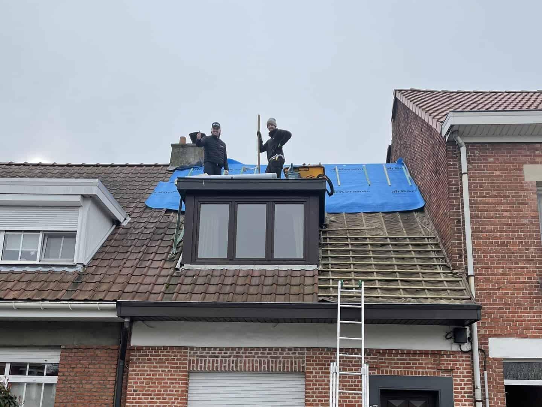 Tijdens renovatie hellend dak in Wijnegem