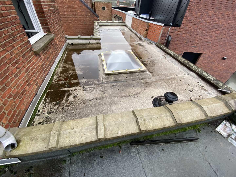 Te renoveren gedeelte plat dak