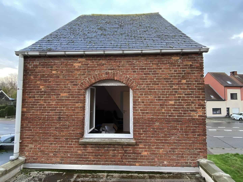 Te renoveren leien dak achterkant