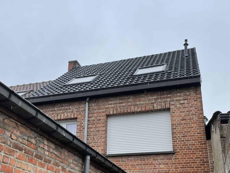 Achterkant dakrenovatie hellend dak in Londerzeel