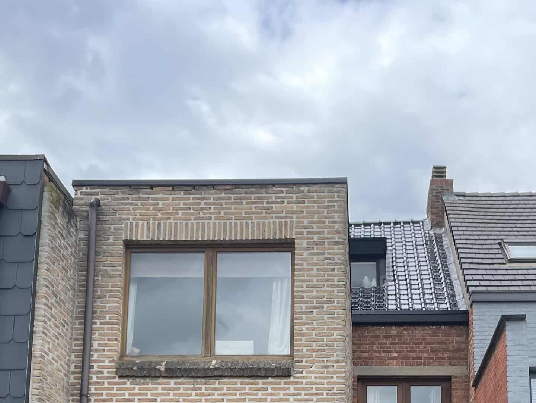 Achterkant van renovatie hellend dak in Schoten
