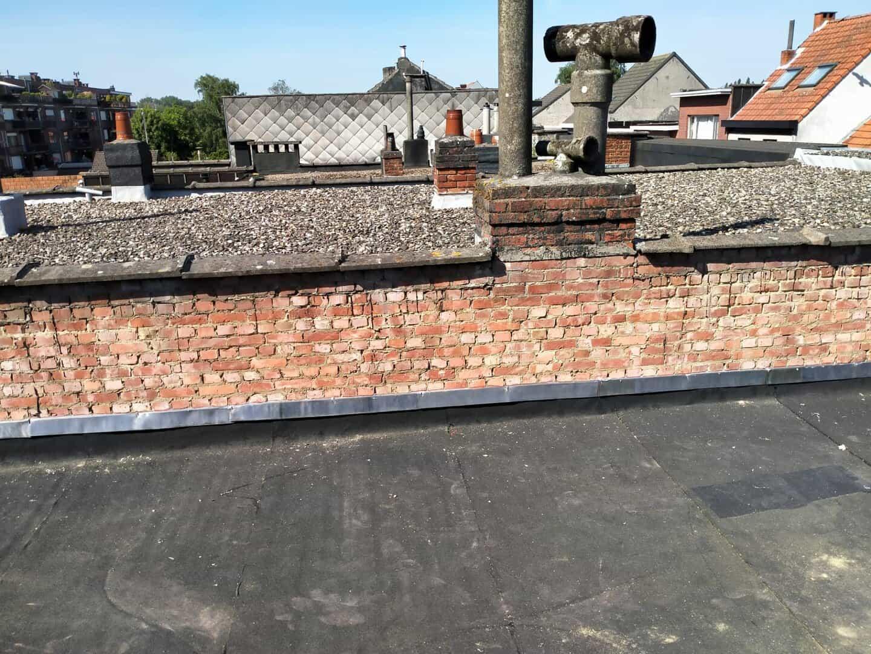 Zijkant van gerenoveerd plat dak in Deurne