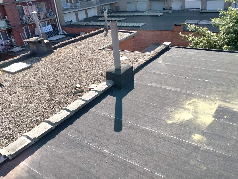 Andere hoek van gerenoveerd plat dak in Deurne