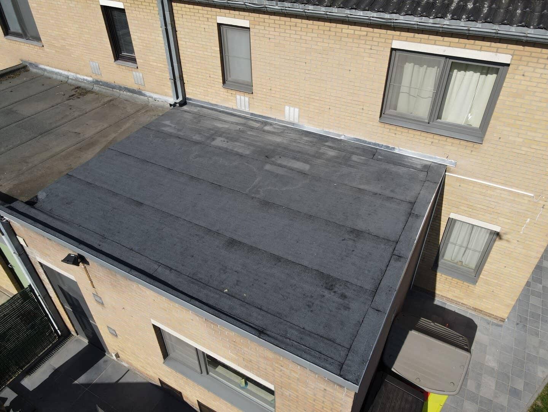 Vogelperspectief gerenoveerd plat dak in Leuven