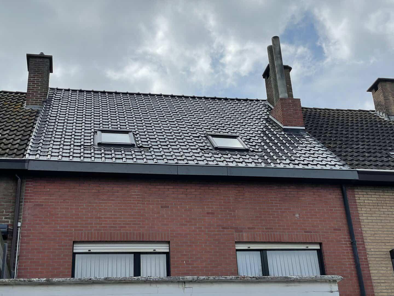 Achterzijde renovatie hellend dak in Stabroek