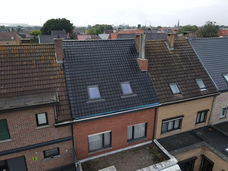 Andere kant dakrenovatie hellend dak in Stabroek